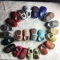 50 par/lote Nueva venta caliente Sólido de Cuero Genuino Niña Niños hecho a mano Niño duro suela primeros caminante del bebé Zapatos de cuero 20 colores