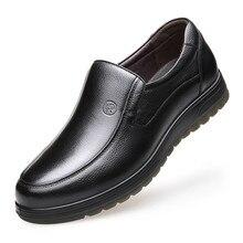 2019 Fashion Men Brogue Shoes British Style Men's Genuine Leather Casual Shoes Slip On Flats Winter Warm Men Shoes DA089 цена