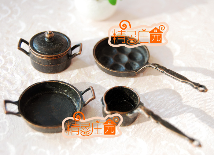 Mini dollhouse Mini furniture accessories made of old metal dome cover real cute