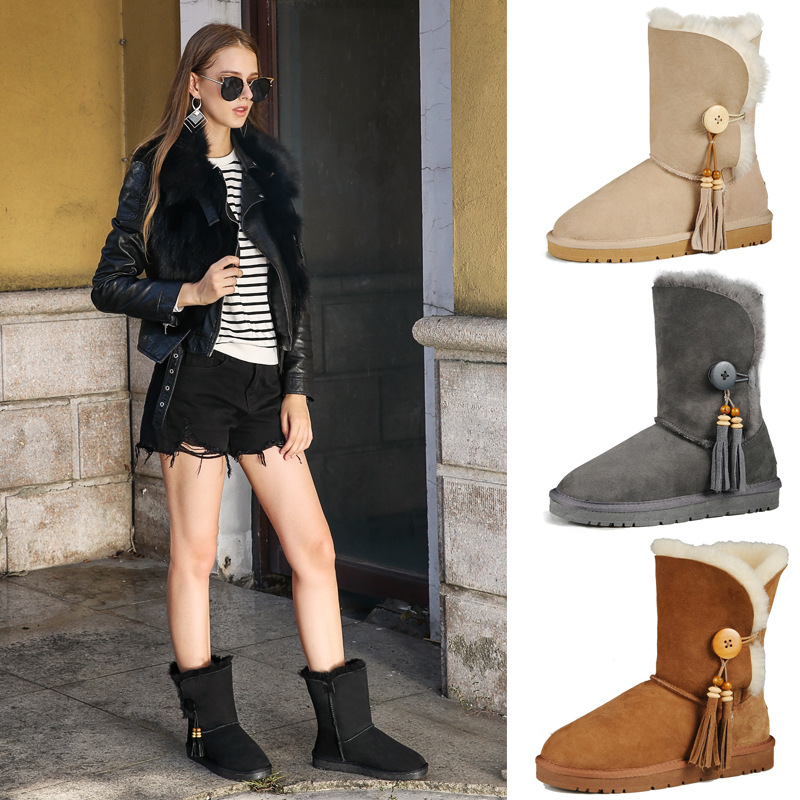 Fashion Womens snow boots decorated with famous brand TPR beef tendon button pendants Sheepskin with wool winter womens shoesFashion Womens snow boots decorated with famous brand TPR beef tendon button pendants Sheepskin with wool winter womens shoes