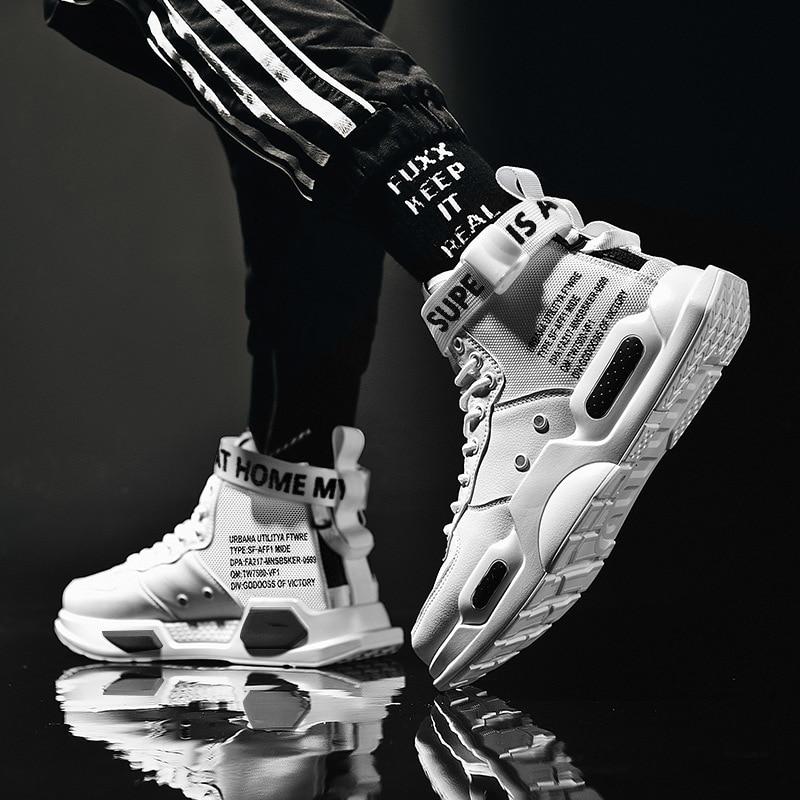 Le Jeune moderne.Chaussures-Basket homme montante cuir tendance anti-dérapant anti-transpirant-Chaussez vous jeune et moderne avec ses splendides baskets taille haute. Sortez chaussé avec style a adoptant un style unique. Vous pouvez même choisir une paire avec deux chaussures de couleurs différentes. de qui vous donner un look unique.