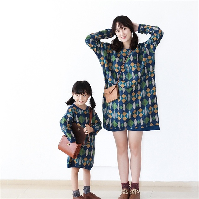 2017 impresiones de algodón de manga larga verde de la vendimia de la marca mujeres niñas vestido juegos de la familia de madre e hija ropa a juego