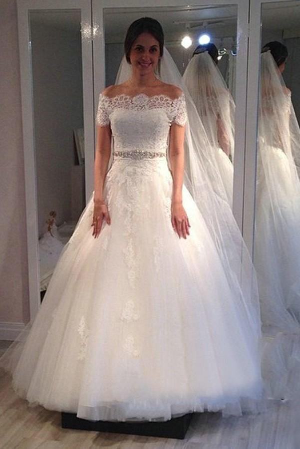 Classical Vintage Wedding Dresses Off The Shoulder Short Sleeves Country Wedding Gowns Beaded Sash A Line Full Length Tulle Gown