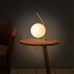 Nordic nowoczesny styl LED szklana lampa stołowa do sypialni lampka nocna badania mody dekoracji proste okrągły kreatywny sztuki lampa stołowa