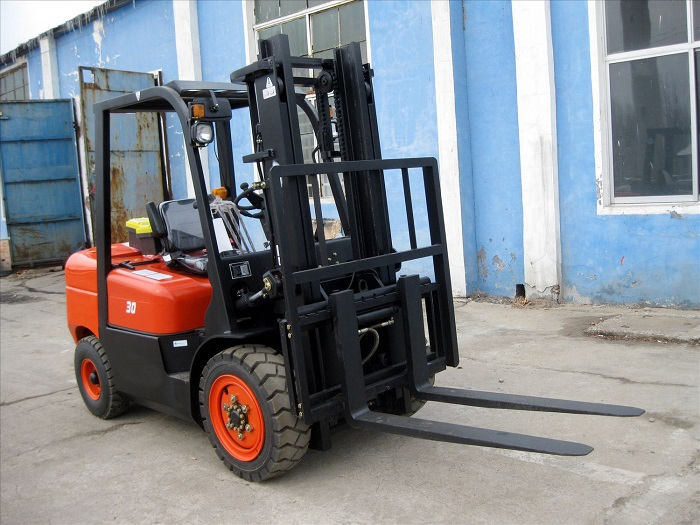 3Tons Diesel Powered Forklift Truck With Overseas Service