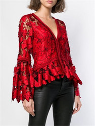 2018 nieuwe aankomst borduren rood kant blouse flare mouwen diepe V vrouwen tops hoge kwaliteit