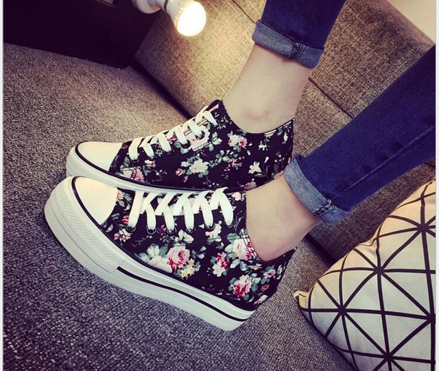 Primavera/verano Más Nuevas Mujeres de La Manera Cuñas de Lona Zapatos de Deporte Respirable Con Cordones de zapatos de la impresión floral de las mujeres Estudiantes zapatos casuales