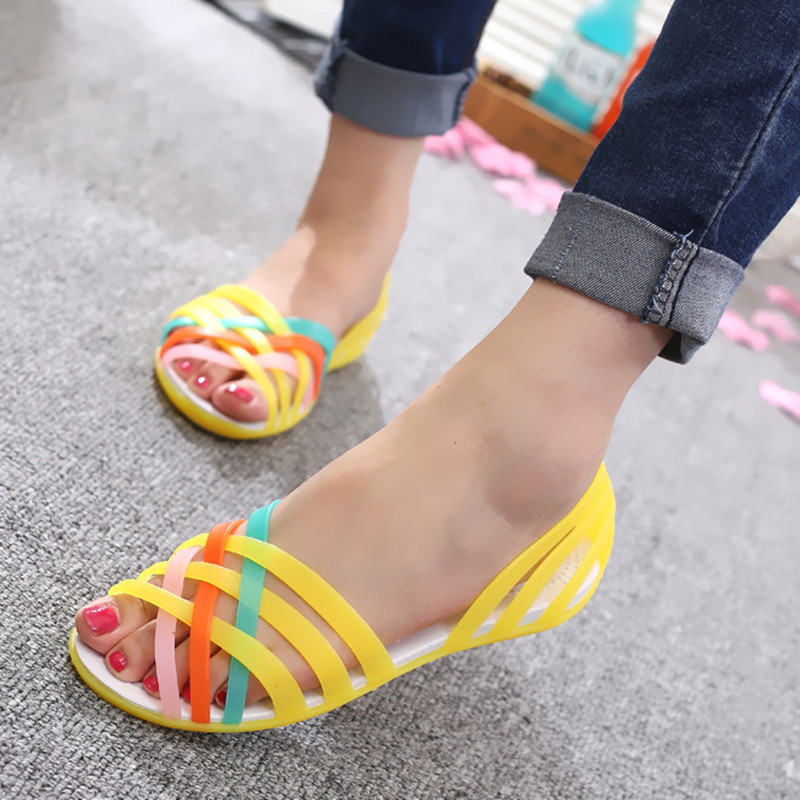 цена LAKESHI Jelly Shoes Women Sandals Summer Women Shoes Candy Color Ladies Sandals 2018 New Peep Toe Beach Shoes Women Flat Sandals в интернет-магазинах