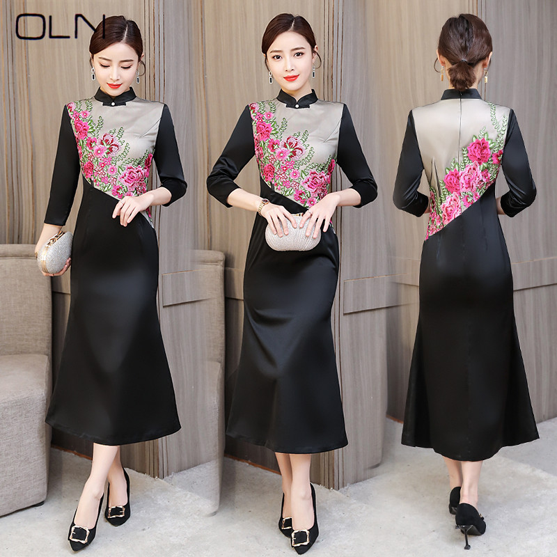 af43c4fd4 2019 spring new wide wife mid-length long waist show sexy embroidered dress