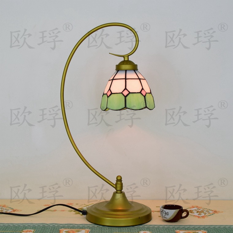 Flesh Country Flowers Tiffany Table Lamp Country Style Stained Glass Lamp for Bedroom Bedside Lamp E27 110-240VFlesh Country Flowers Tiffany Table Lamp Country Style Stained Glass Lamp for Bedroom Bedside Lamp E27 110-240V