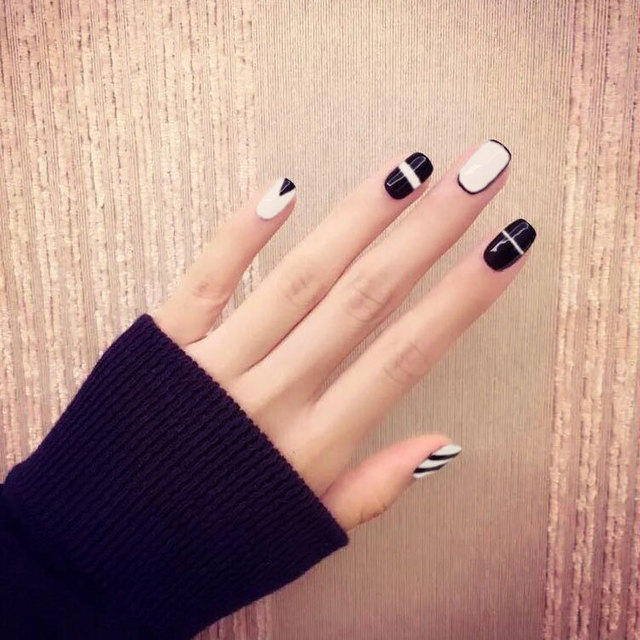 24pcs/set simple trending style black white line Japanese style resin Nail  Art False Fake - 24pcs/set Simple Trending Style Black White Line Japanese Style