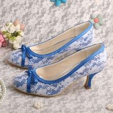Wedopusสีขาวลูกไม้สีฟ้าซาตินรองเท้าแต่งงานเจ้าสาวส้นเท้ากลางปิดนิ้วเท้า