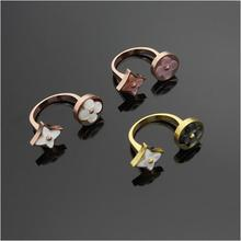 High quality jewelry wholesale round square grey shell four-leaf open ring For Women Gold Wedding Ring