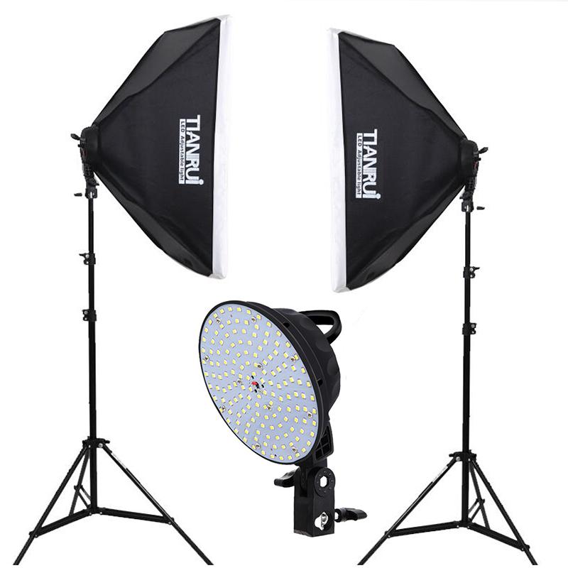 Prix pour LED Continue Photographie Kit D'éclairage 2x5500 K LED Lumières 2x50x70 cm Softbox + 2x Stand de lumière + 1.6*2 M toile de fond pour photo studio