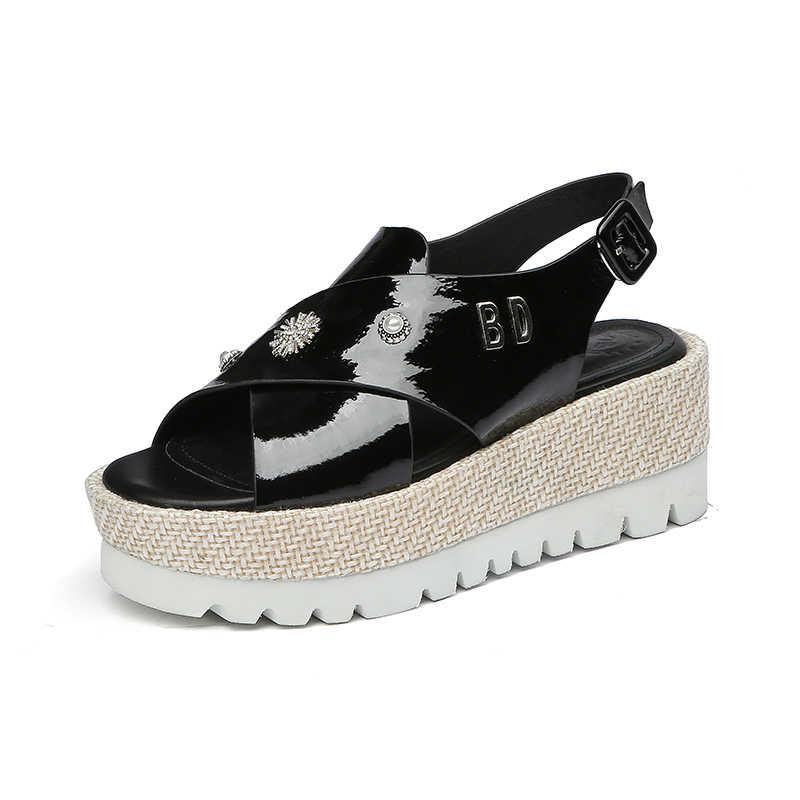 DORATASIA 2019 جديد الموضة حجم كبير 33-43 البقر براءات الاختراع والجلود الصنادل المرأة الصيف صنادل أرضية النساء أحذية امرأة