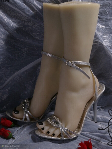 girls solid silicone doll Pussy foot Feet model Anklets Display props whitening skin dolls new small size young girls foot feet whitening skin foot feet of young girls model