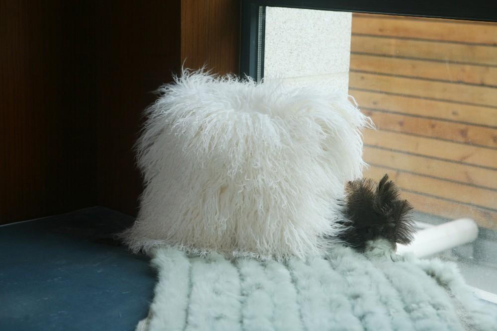 sheep skin back cushion pillow10