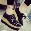 2016 Padrão de pele de Cobra Couro de Patente Das Mulheres Oxfords Sapatos de Plataforma Plana Sapatos Casuais Mulher Rendas Até Trepadeiras Primavera Sexy Flats