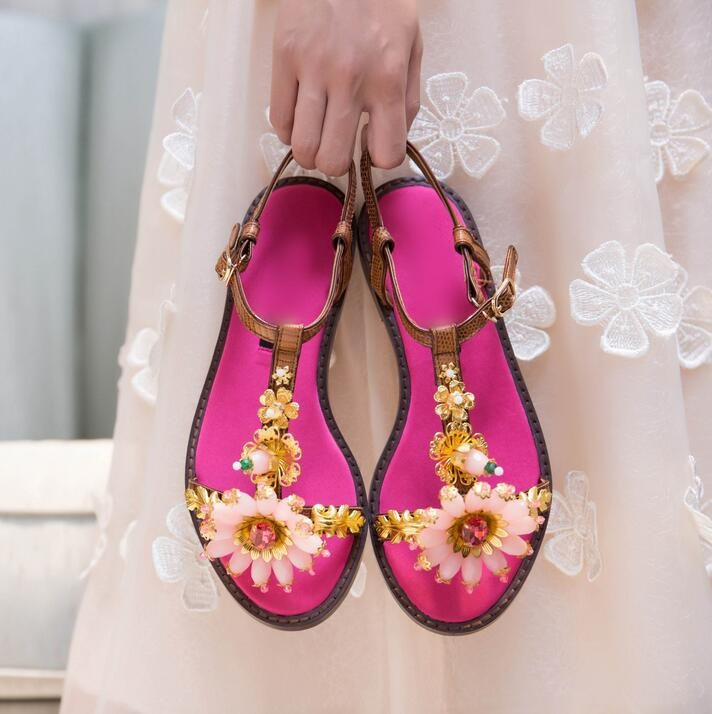 Sexy Flower Crystal Embellished Rhinestone Gladiator Sandals Cut-out Peep Toe Flat Summer Shoes Gold Metal Decor Beach SandalsSexy Flower Crystal Embellished Rhinestone Gladiator Sandals Cut-out Peep Toe Flat Summer Shoes Gold Metal Decor Beach Sandals