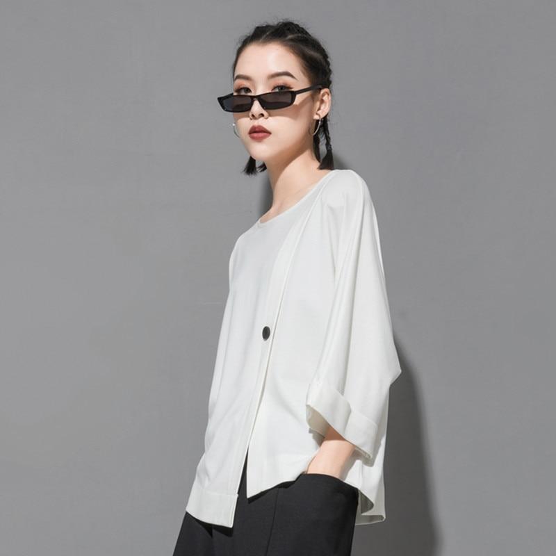[EAM] 2020 New Spring Summer Round Neck Three Quarter Sleeve Hem Irregular Button Big Size T-shirt Women Fashion Tide JT233 2