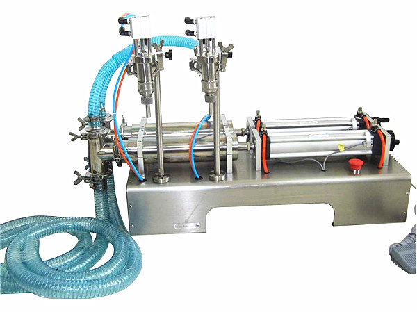 double heads pneumatic liquid filling machine for oil , water,soy, milk ,coffee, juice (100-1000ml)