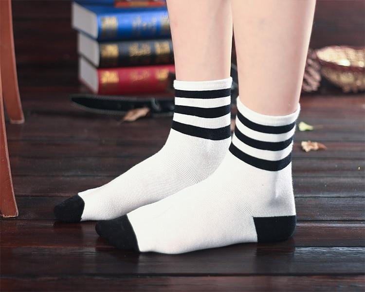 947dc82da wholesale 2015 spring new Korean fashion women s black and white striped  socks