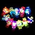 2017 nueva oso y esponja bebé banda de la muñeca de los niños de dibujos animados de luz brillante juguetes 12 unids/set