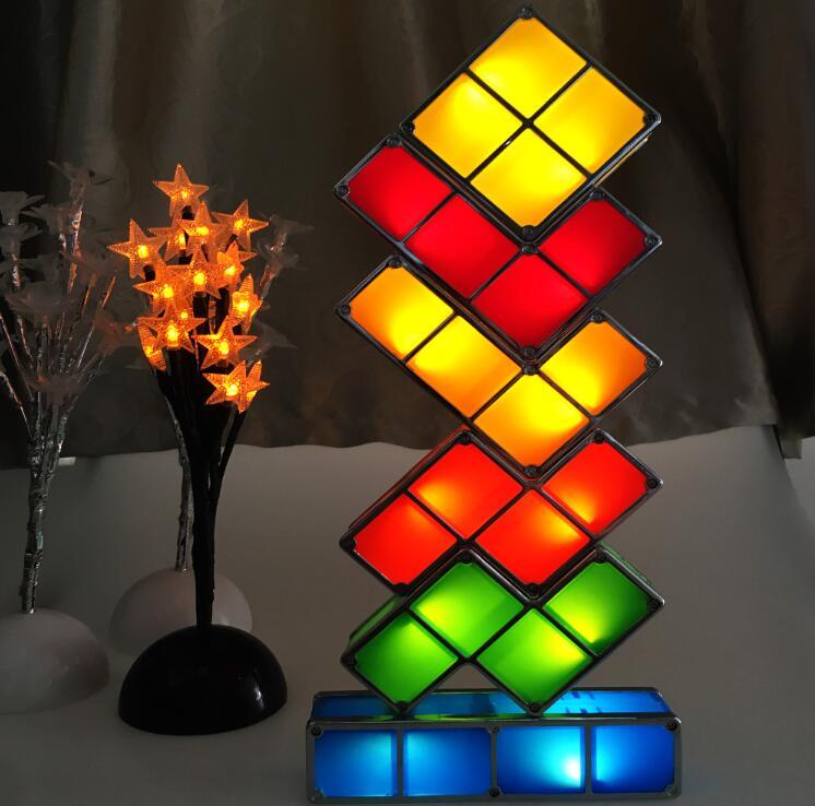FAI DA TE Blocchi di Tetris Puzzle Luce Impilabile LED Desk Lamp Edificabile Luce di Notte Gioco Retrò Torre Bambino Colorato Giocattolo del Mattone