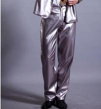 Srebrne kostiumy dla piosenkarzy PU spodnie ze sztucznej skóry dla mężczyzn 1 spodnie męskie spodnie sceniczne męskie spodnie odzież zapewniają niestandardowe tanie tanio Midweight Moda Poliester Faux leather REGULAR Pełnej długości Proste Kieszenie Zipper fly Mieszkanie Suknem Mid-Rise
