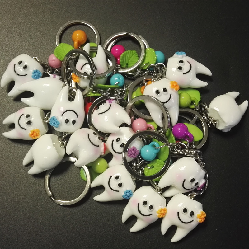 10 Pcs Simulation Cute Smile Tooth Pendant Keychain Promotional Dentist Oral Women Men Child Small Keyring Gifts Random Color
