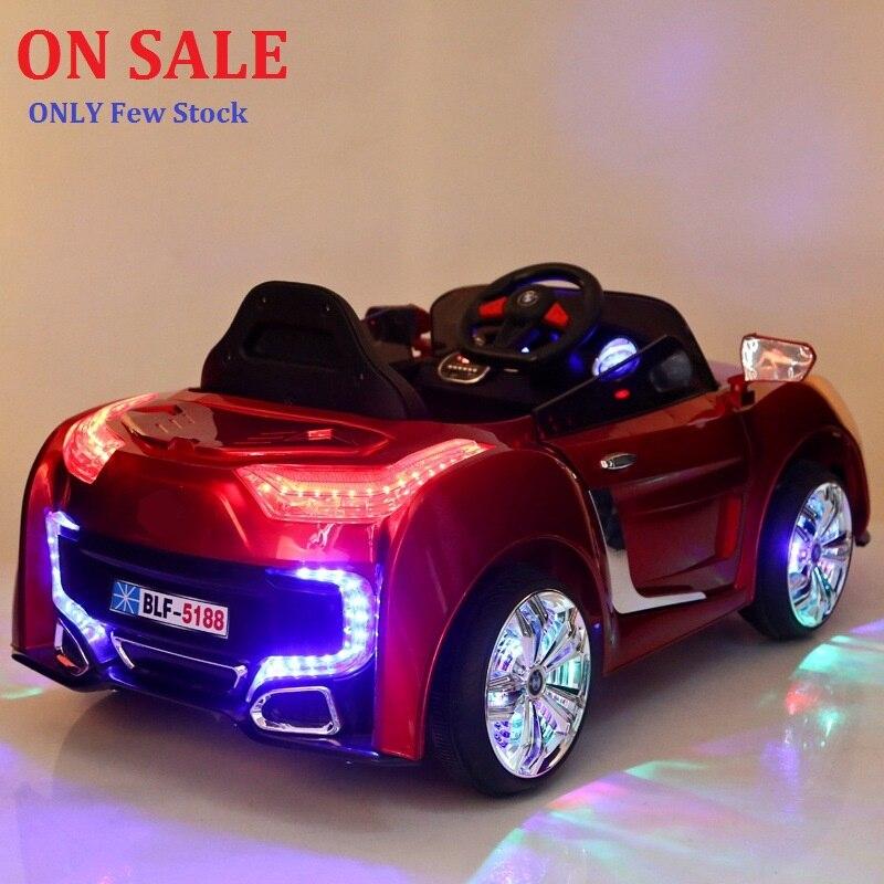 Livraison gratuite 1-7 ans 2.4g RC Double porte ouverte enfants monter sur électrique bébé poussette quatre roues Double entraînement musique lumière assis voiture