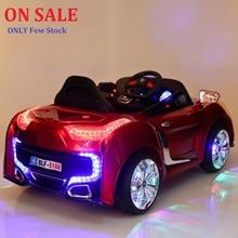 Freies Verschiffen 2.4g Remote Double Open Tür Kinder fahren auf elektrischen Kinderwagen vier Rad Dual-Laufwerk Musik Licht sitzen Auto