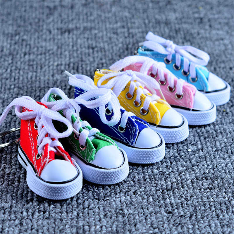 Mini 3D zapatos de lona llavero bolso encanto mujer hombres niños llavero titular deportes zapatillas llavero Regalos divertidos muñecas accesorios Z4