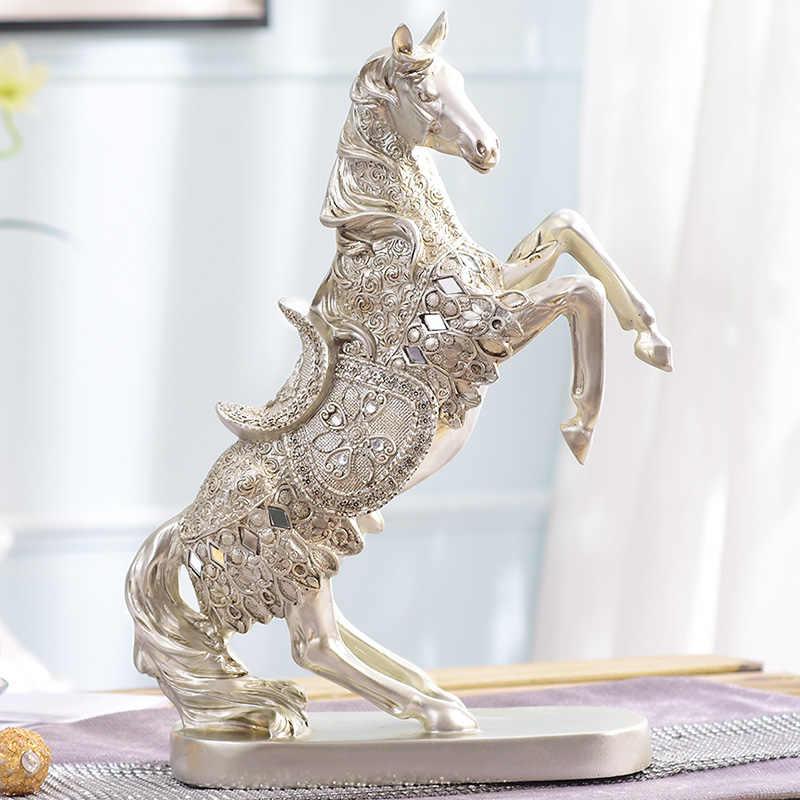 Enfeites de decoração de casa armário do vinho Europeu. Cavalo retro quarto mobiliário mobiliário, mesa de artesanato