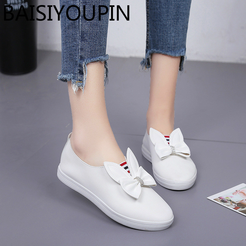 2018 New Womens Shoes Leisure Flats Shallow Mouth Round Head Feet Bow Fur Decorated White Shoes Low Help Students Causal Shoes