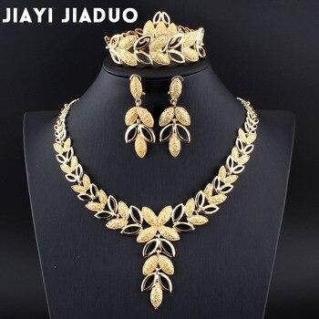 Zestaw biżuterii z motywem liści: naszyjnik, kolczyki, bransoletka i pierścionek