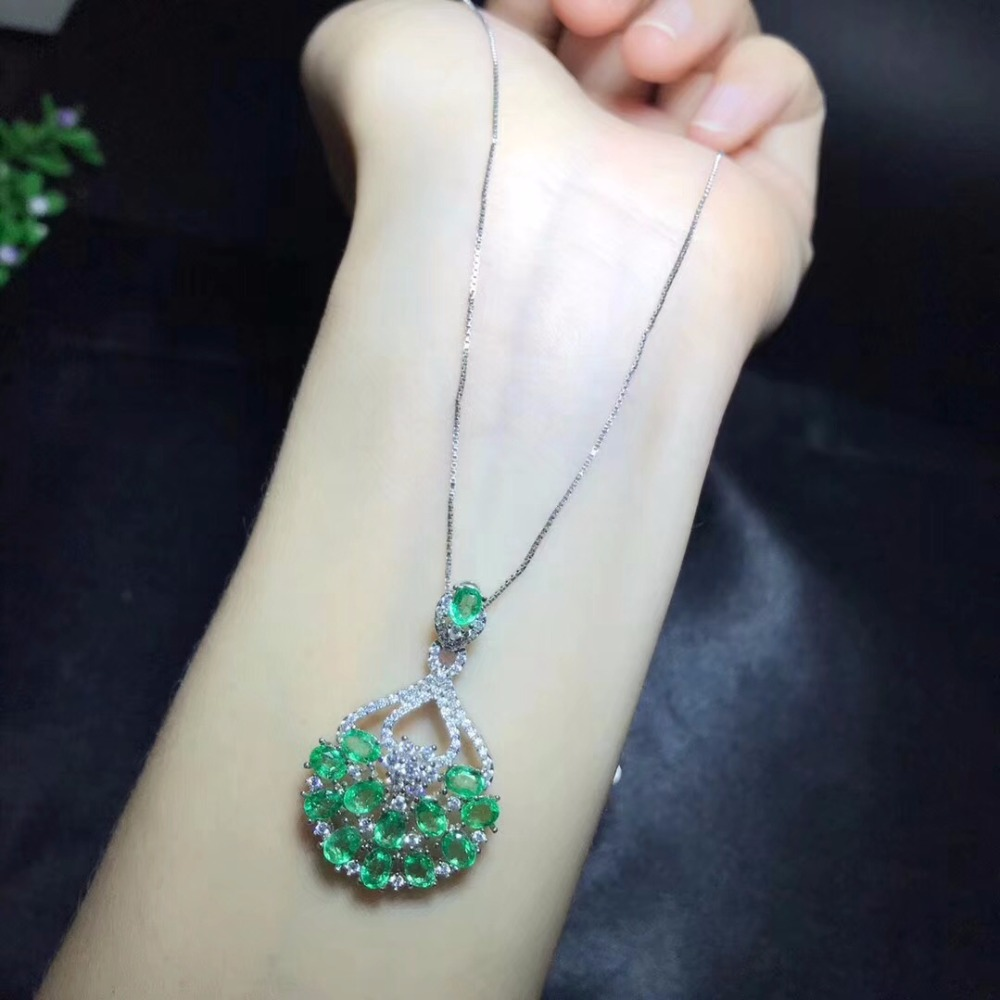 Hong Kong designers latest design, natural emerald necklace, beautiful, precious gemstone, 925 sterling silverHong Kong designers latest design, natural emerald necklace, beautiful, precious gemstone, 925 sterling silver