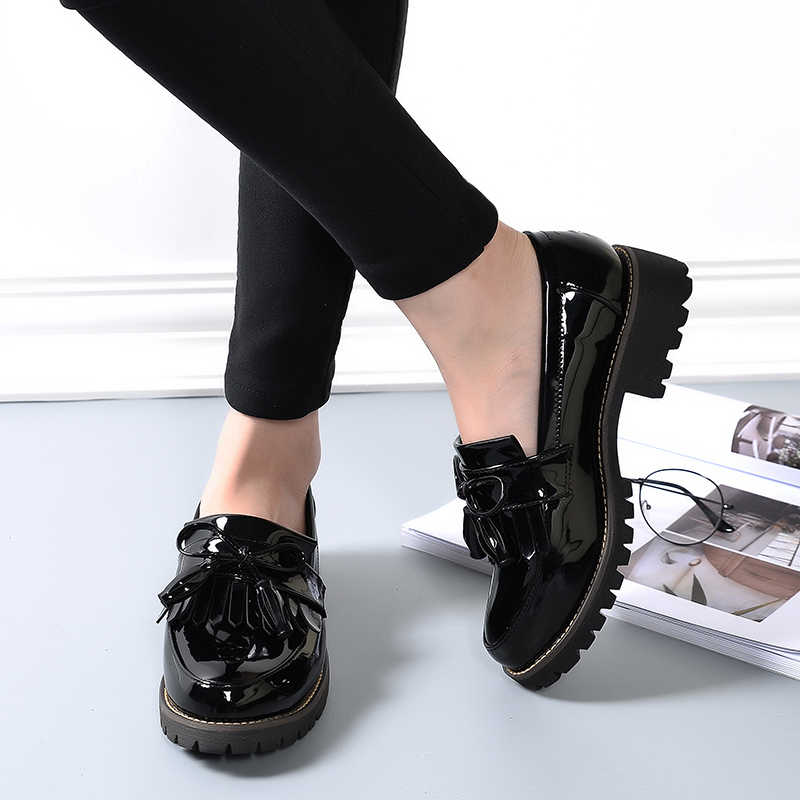 Women Brogue Shoes Patent Leather Oxford Shoes Ladies Lace Up Spring Autumn Round Toe Loafers