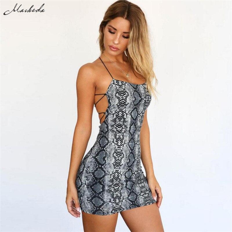 Женское летнее платье мини без рукавов на тонких бретелях спереди и перекрещенными бретелями сзади с открытой спиной со змеиным узором