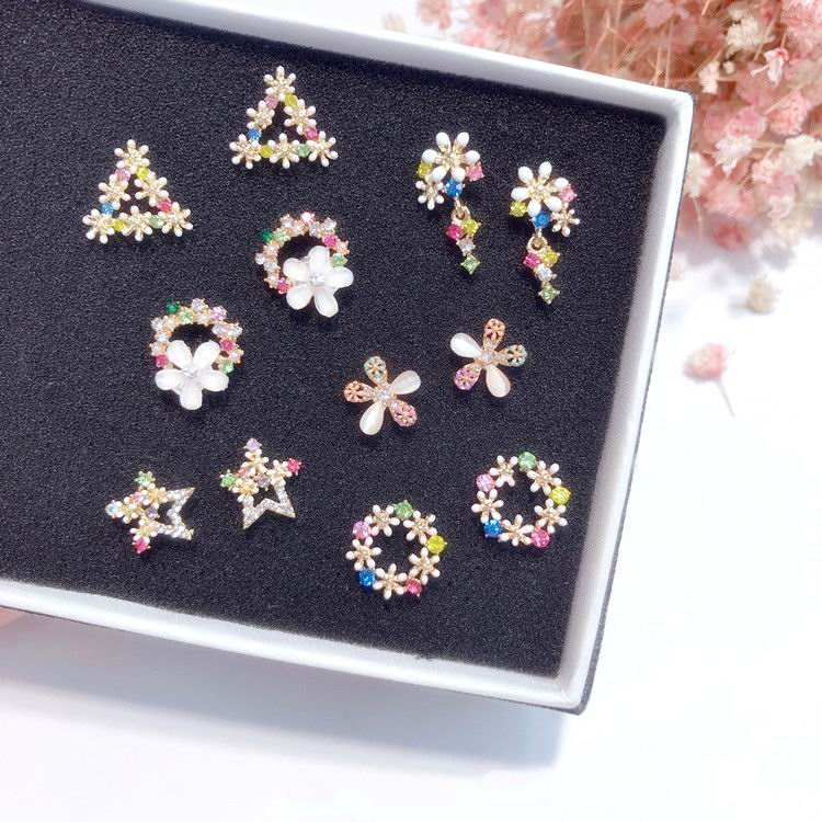 MENGJIQIAO 2018 New Korean Sweet Colorful Wreath Stud Earrings For Women Rhinestone Triangle Star Small boucle doreille Gift ...