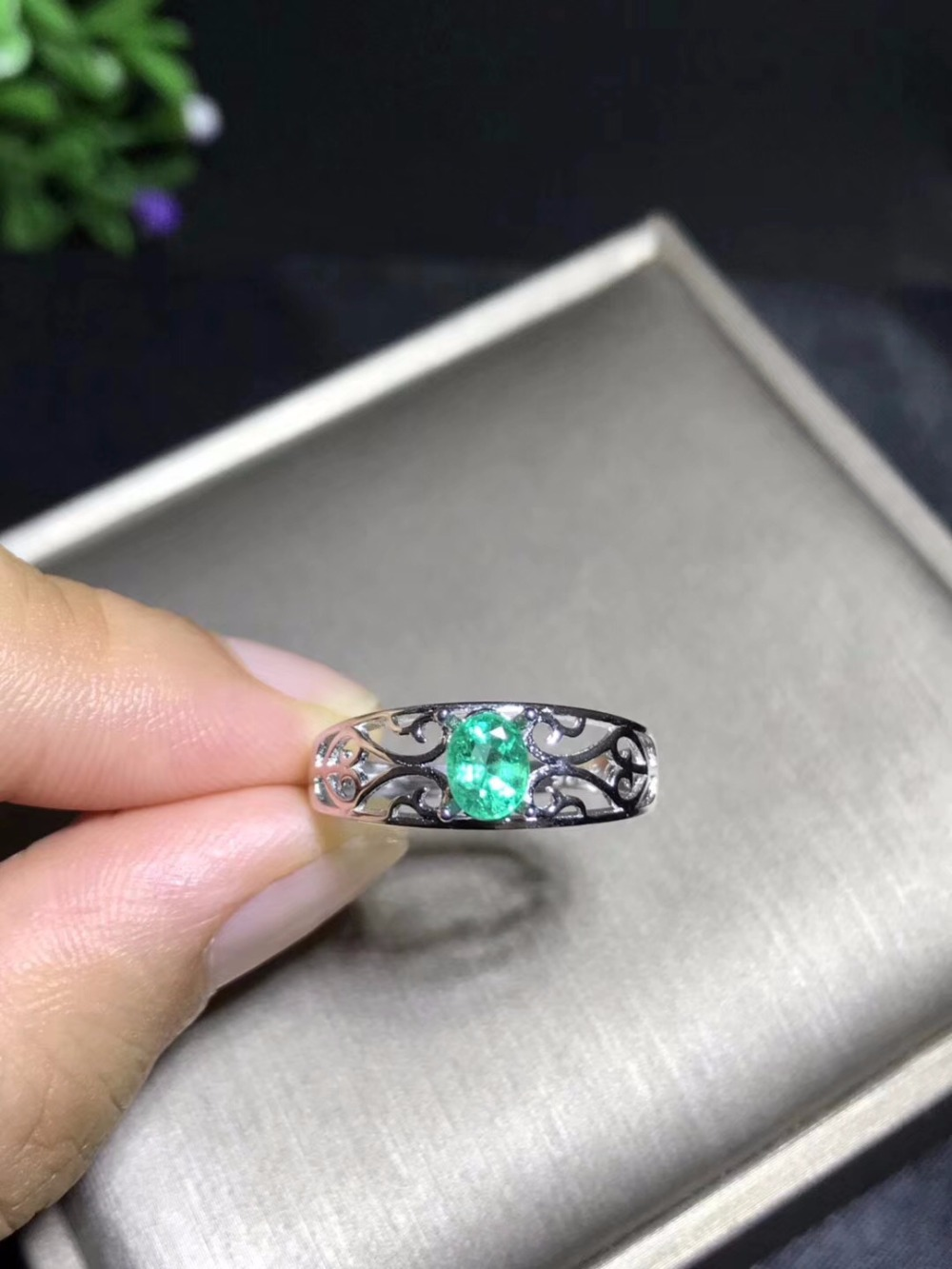 Natural emerald ring luxury style 4x6mm 925 silver Columbia origin 0.5ctNatural emerald ring luxury style 4x6mm 925 silver Columbia origin 0.5ct