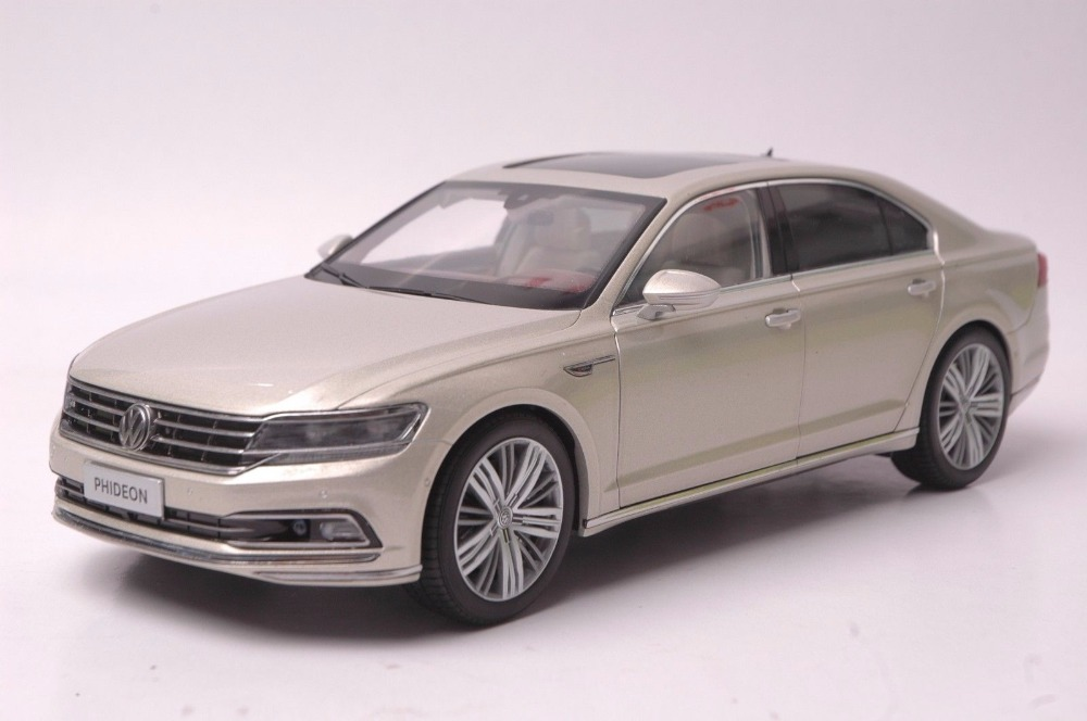 1:18 Diecast Model for Volkswagen VW Phideon 2016 Gold Alloy Toy Car Miniature Collection Gift high simulation 1 18 advanced alloy car model volkswagen golf gti 1983 metal castings collection toy vehicles free shipping