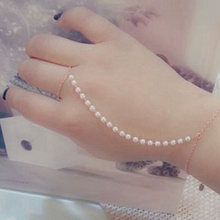 High Quality Slave Bracelet Cute Beaded Simulated Pearl Hand Finger Chain Bracelet Women Ladies Jewelry