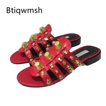 2019 Gold Studded Slippers Women Peep Toe Black Red Real Leather Screw Rivet Flat Shoes Woman Chic Design Gladiator Sandals