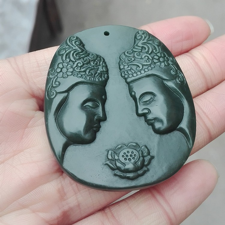 Buy pendant send pendant chain natural original Shi Chun hand-carved dark green Buddha pendant Charm men and women with