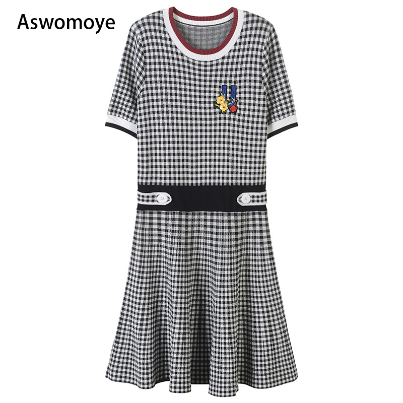 2018 spring summer new stylish women dress embroidered flower half sleeve elastic waist knitted thin plaid dresses fit and flare 2017 new jeans women spring pants high waist thin slim elastic waist pencil pants fashion denim trousers 3 color plus size