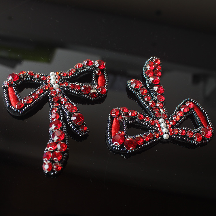 2Pcs Popular red diamond embroidery flower bow cloth posted women s clothing DIY decorative accessories decals patch A1417
