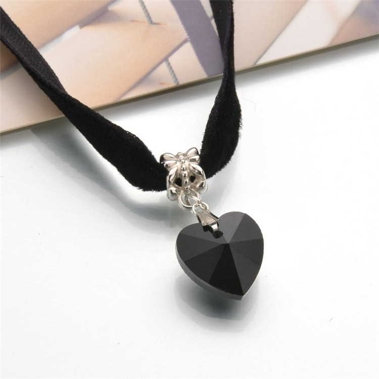 HTB199LkQFXXXXbFXXXXq6xXFXXXR - New Fashion Woman Velvet Choker Heart Crystal Pendant Necklaces For Women Jewelry Female Black Ribbon Necklace Party Gift Collar