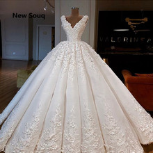 Exquisite Draped Ball Gown Wedding Dresses Applique Lace V-neck Sleeveless Lace Up Back Floor Length Bridal Dress Robe De Mariee