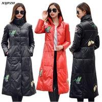 Зимние Для женщин кожа пуховик пальто свет книга длинные внешний большой Размеры высокого класса Стенд воротник Ретро вышивкой верхняя оде